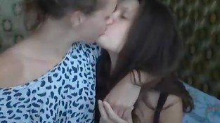 webcam lesbian Kissing