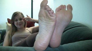Blonde Teen Feet Show Her Stinky Feet
